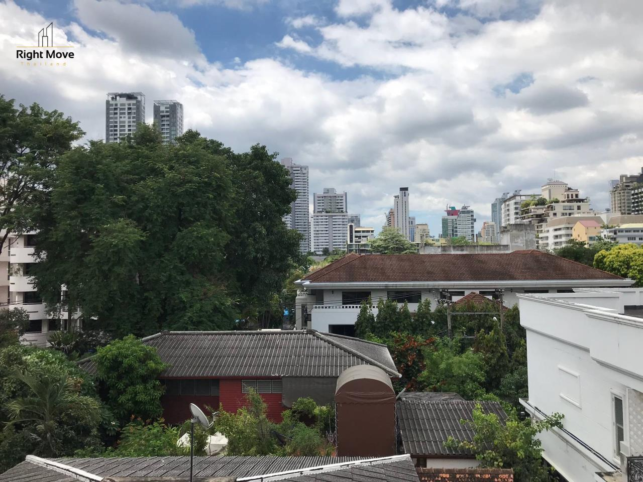Right Move Thailand Agency's HR917 Newly Renovated Townhouse for rent and sale - 3 Bedrooms - 408 sqm.  28