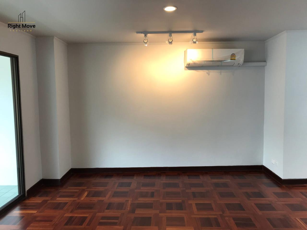 Right Move Thailand Agency's HR917 Newly Renovated Townhouse for rent and sale - 3 Bedrooms - 408 sqm.  5