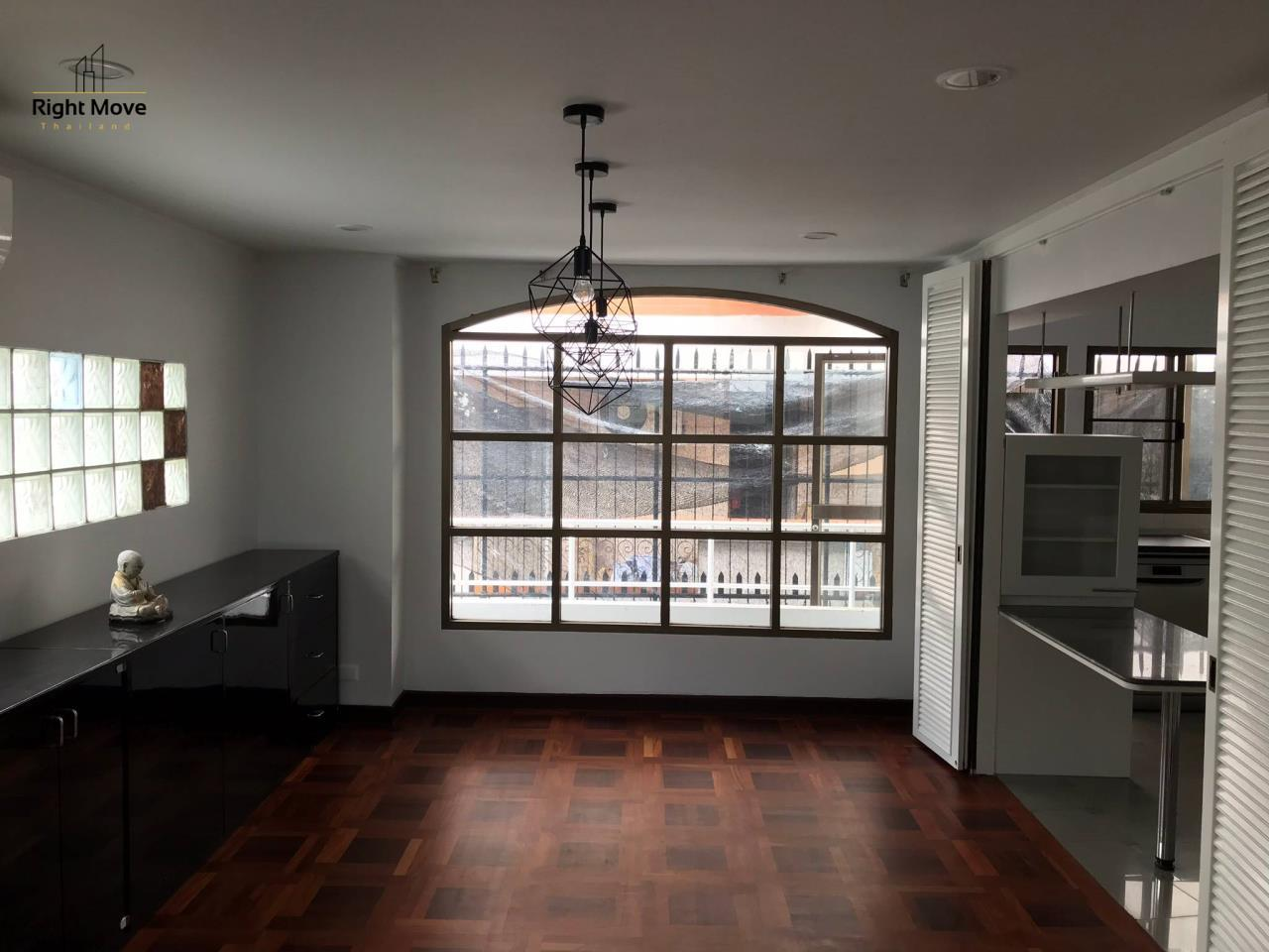 Right Move Thailand Agency's HR917 Newly Renovated Townhouse for rent and sale - 3 Bedrooms - 408 sqm.  11
