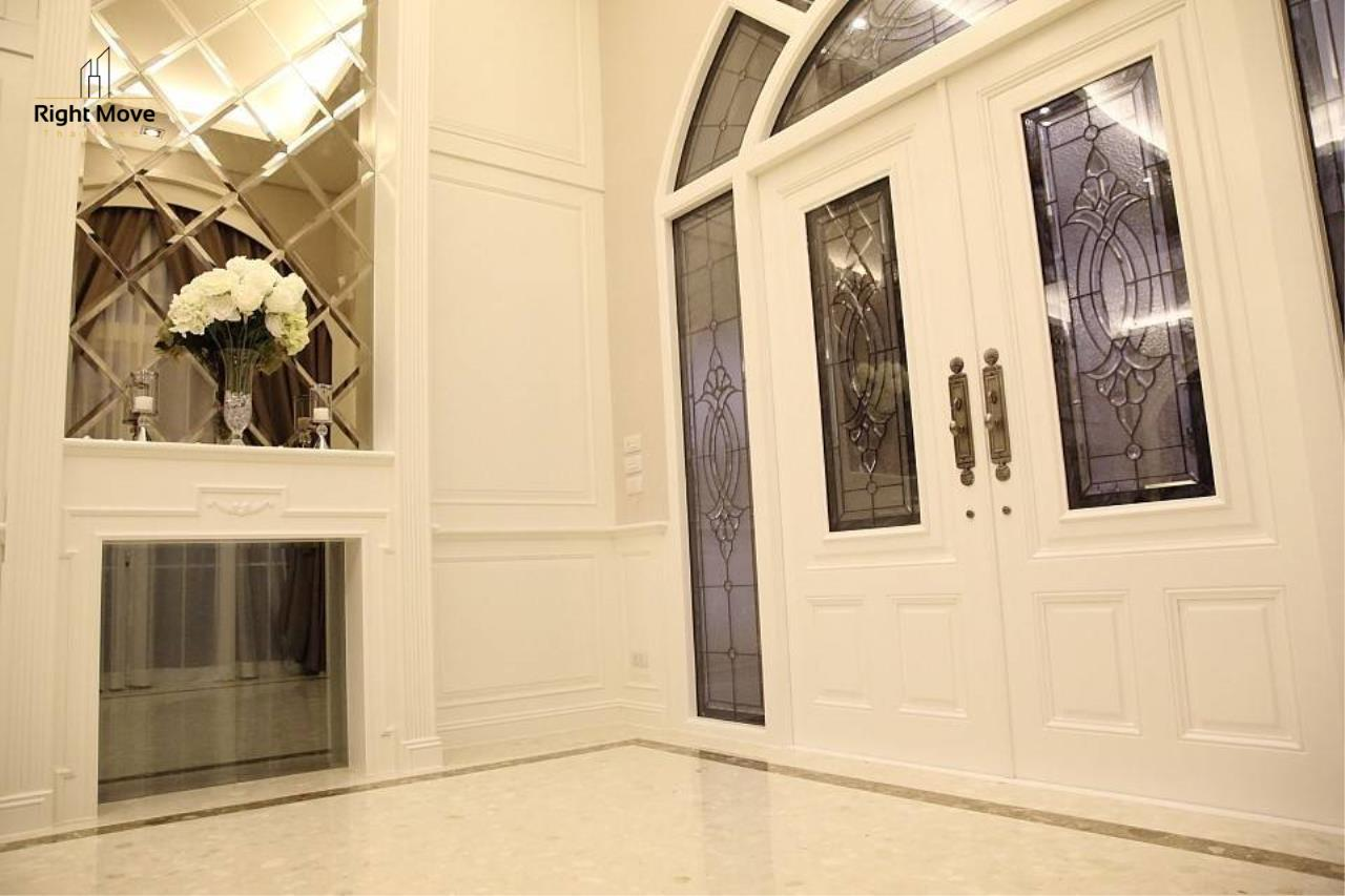Right Move Thailand Agency's HR962 Luxury Single House  For Sale 59,000,000 THB 4 Bedrooms 400 Sqm 3