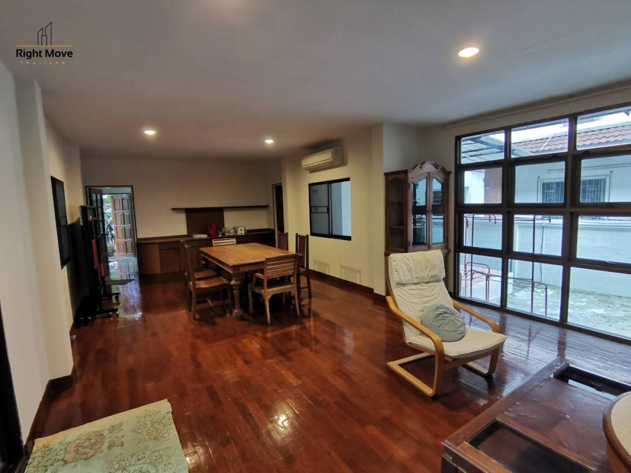 Right Move Thailand Agency's HR976 House For Rent 70,000 THB 3 Bedrooms 250 Sqm 5