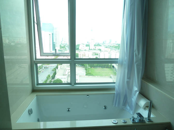 VisionQuest Thailand Property Agency's Asoke 2 bedroom 2 bathroom + 1 Jacuzzi size 65 sqm 4