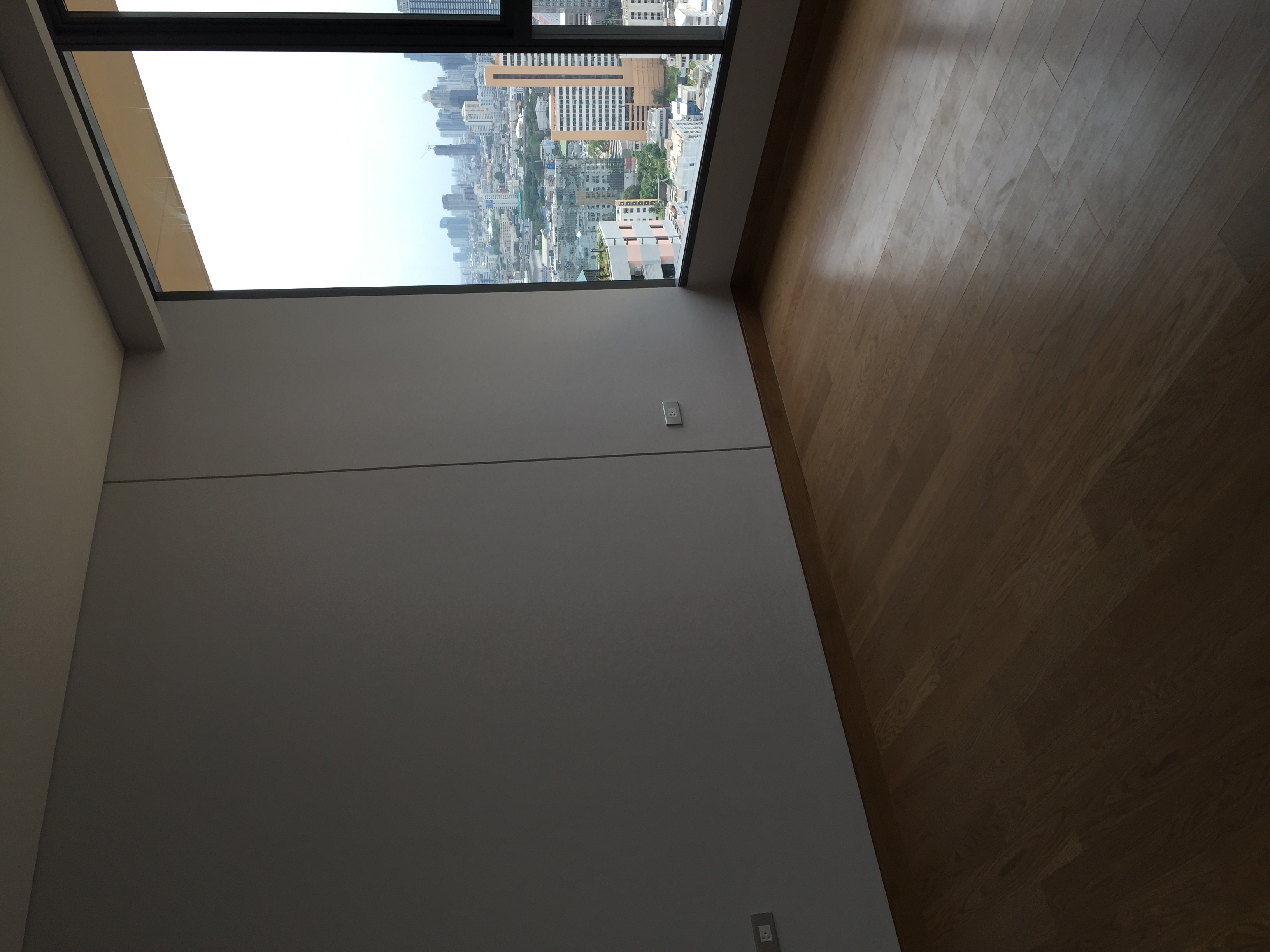 VisionQuest Thailand Property Agency's Sukhumvit soi 24 1 bedroom 1 bath high floor Now for Sell 5