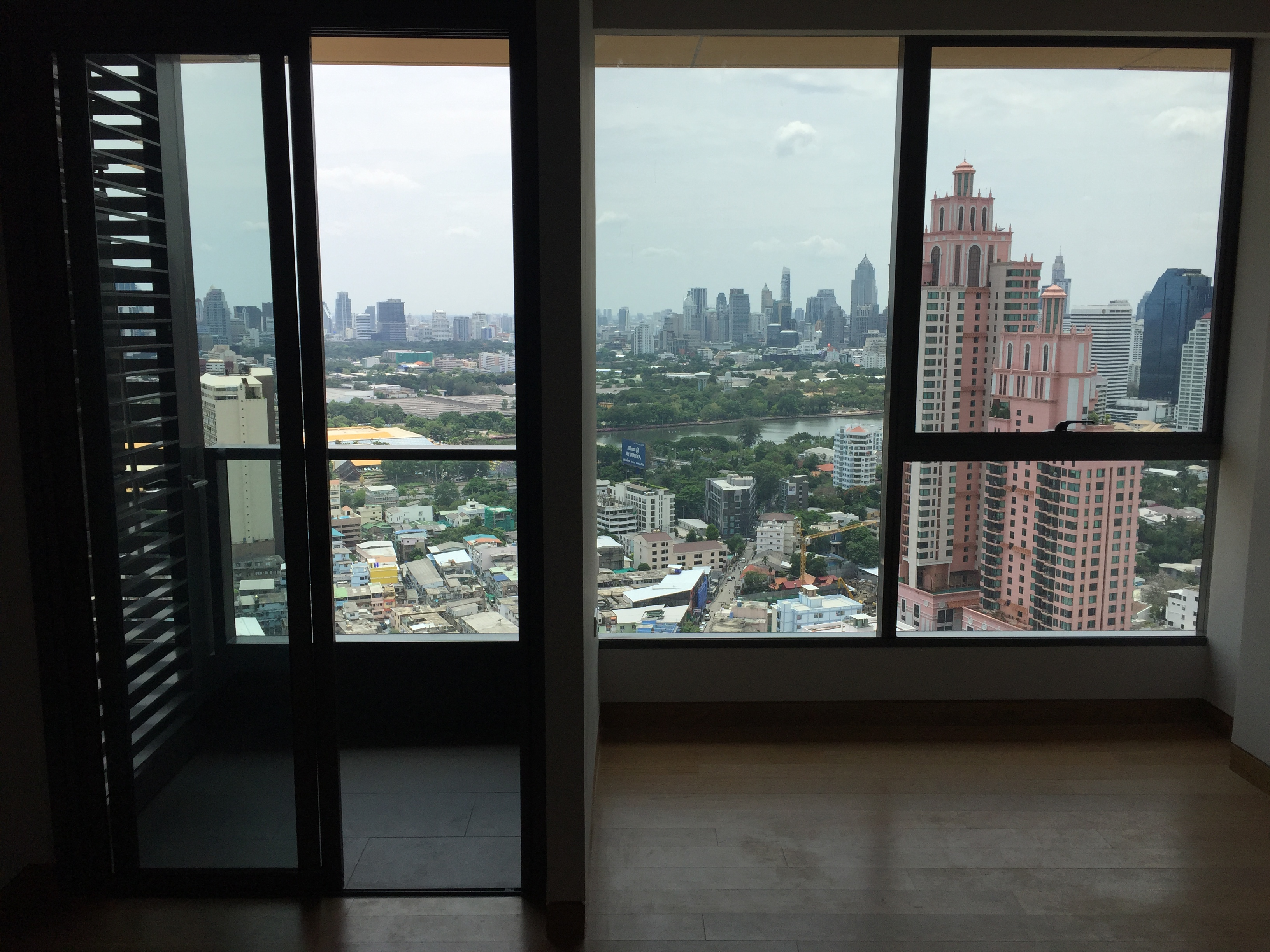 VisionQuest Thailand Property Agency's Sukhumvit soi 24 1 bedroom 1 bath high floor Now for Sell 3