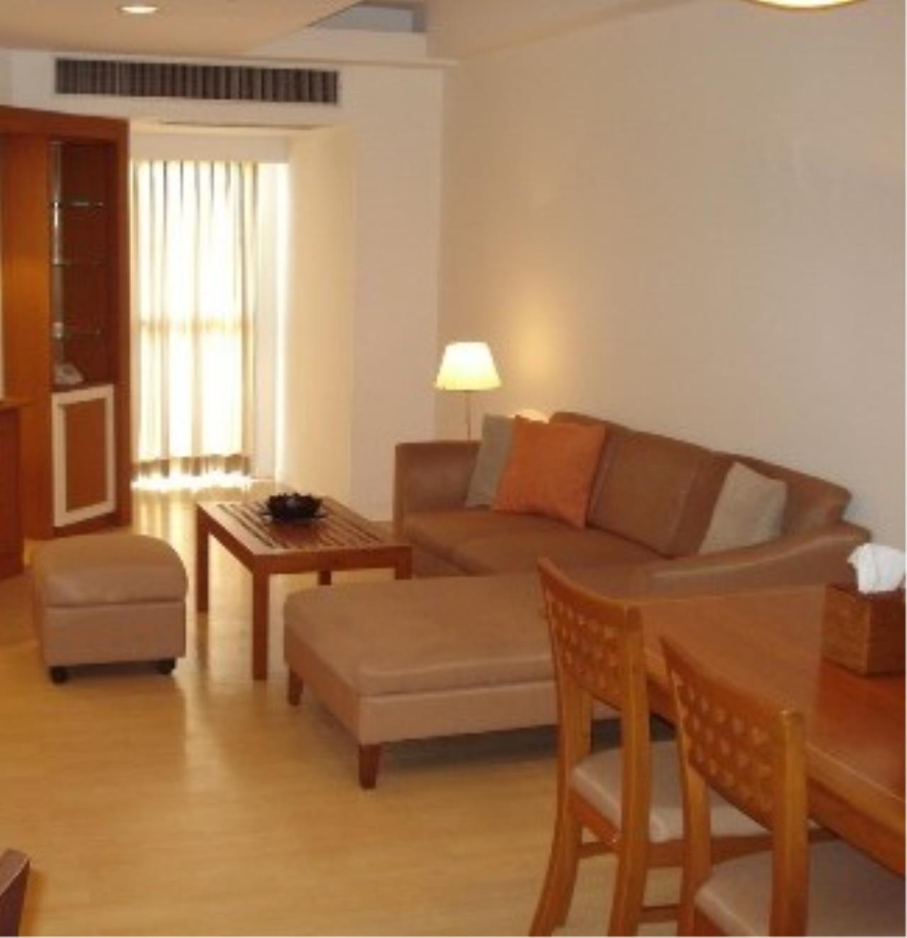 Optima Global Real Estate Agency's Beautiful 2 bedrooms condo for SALE near BTS Ploenchit 3
