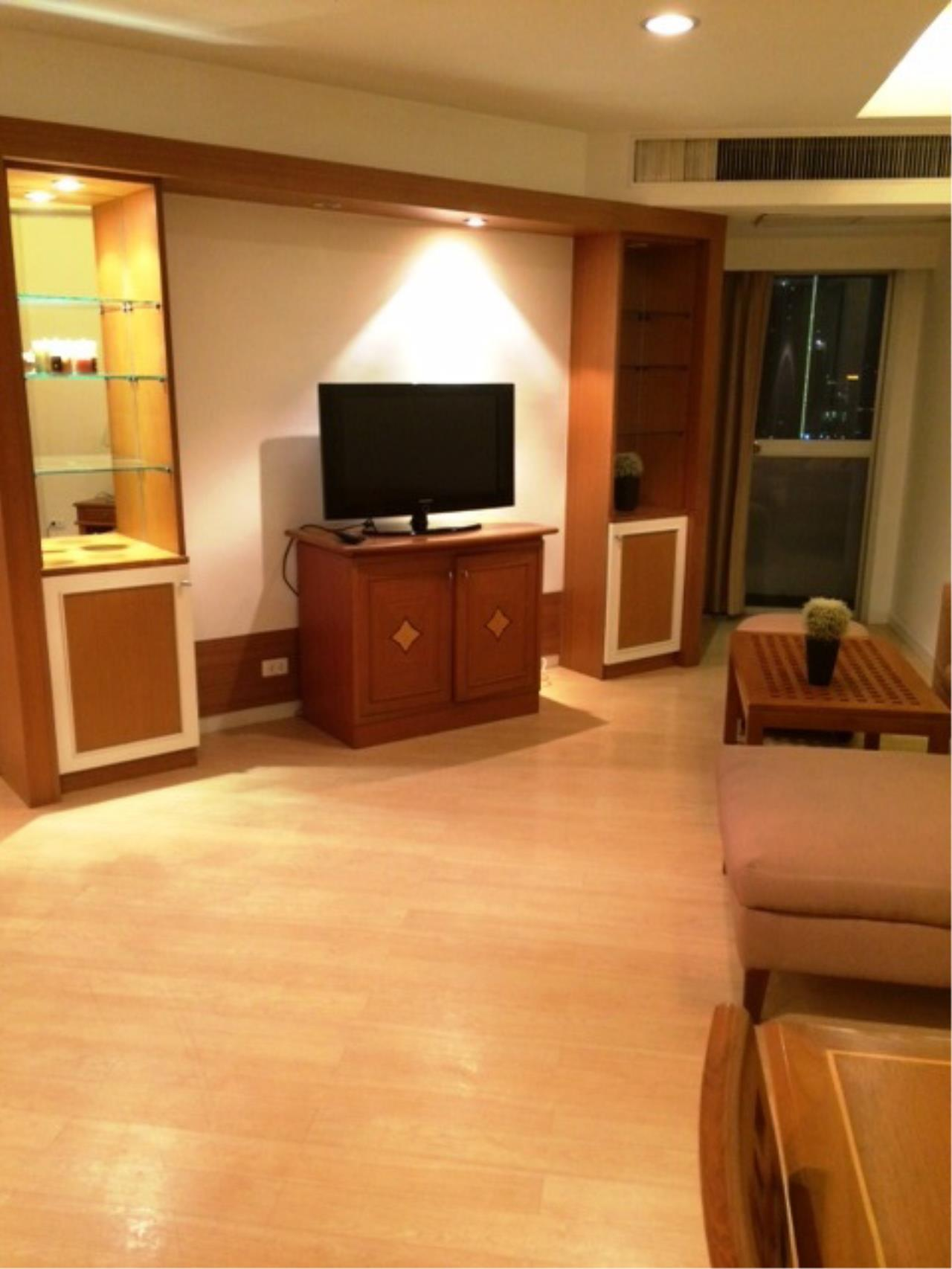 Optima Global Real Estate Agency's Beautiful 2 bedrooms condo for SALE near BTS Ploenchit 4
