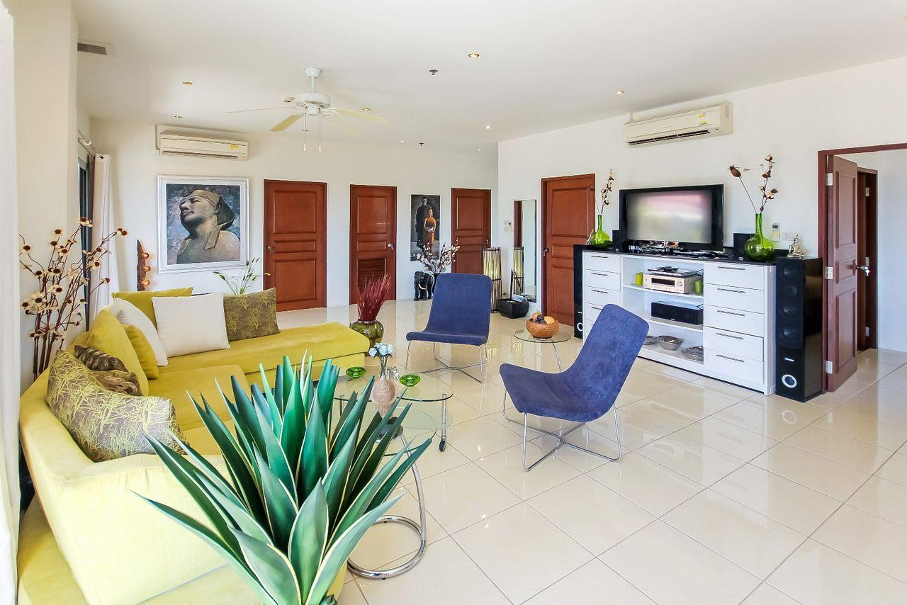 Thaiproperty1 Agency's Large penthouse - Pattaya  17