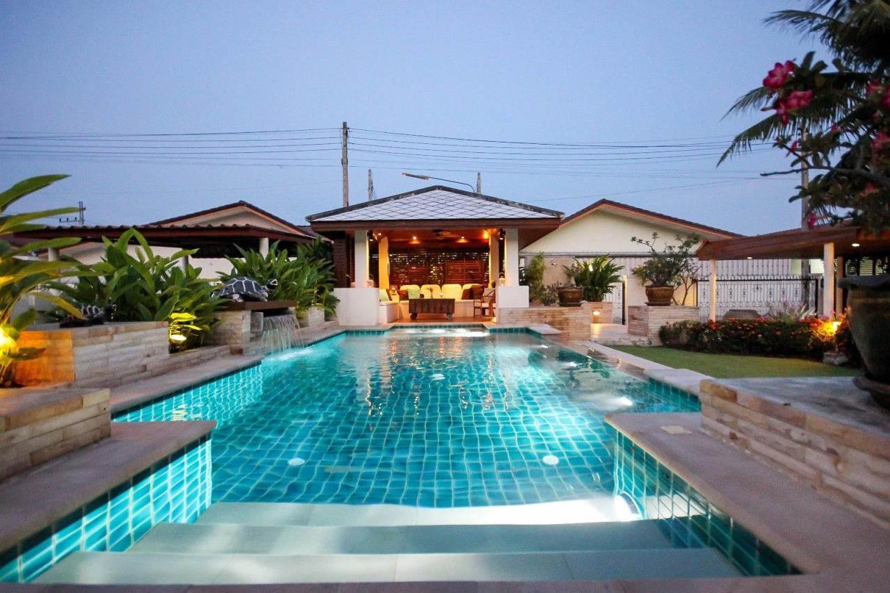 Thaiproperty1 Agency's Central located Pool Villa with high standard 7