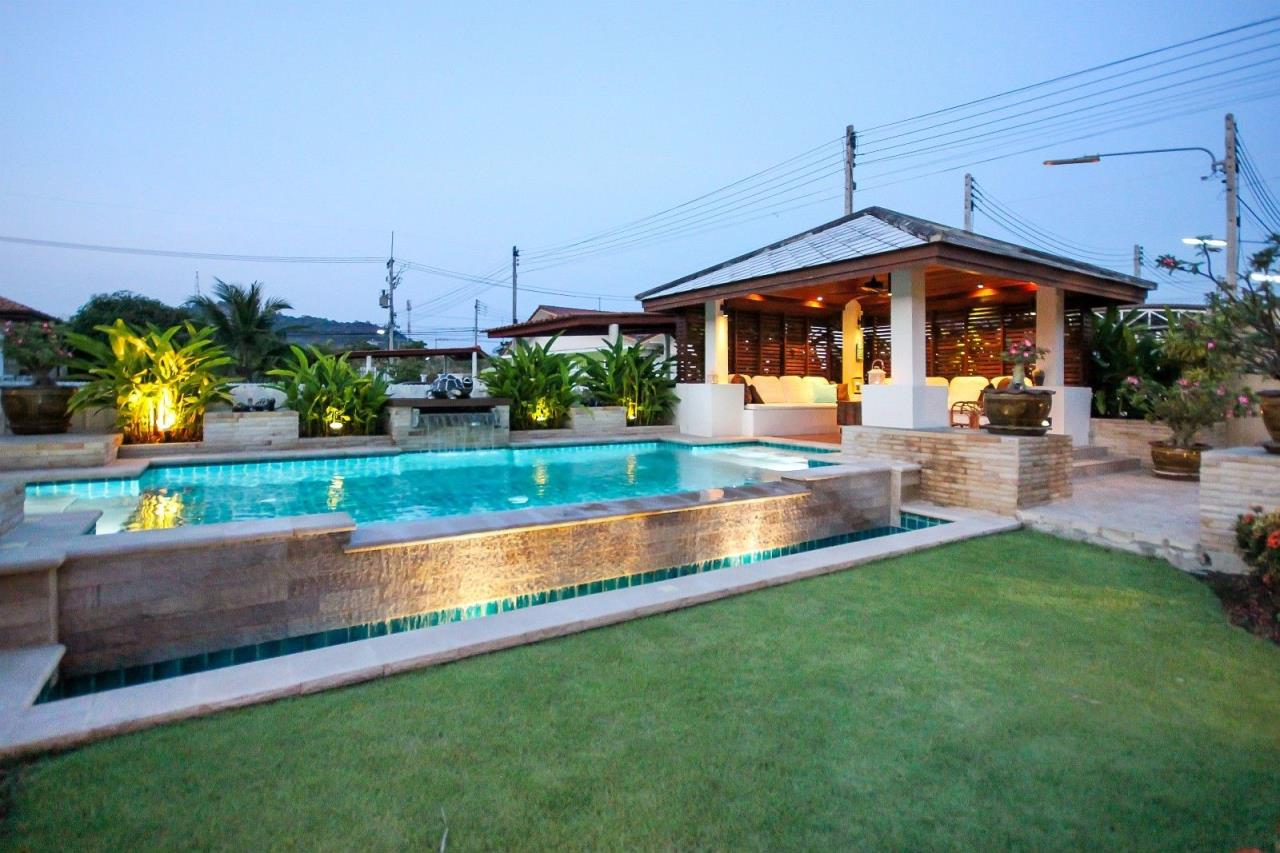 Thaiproperty1 Agency's Central located Pool Villa with high standard 8