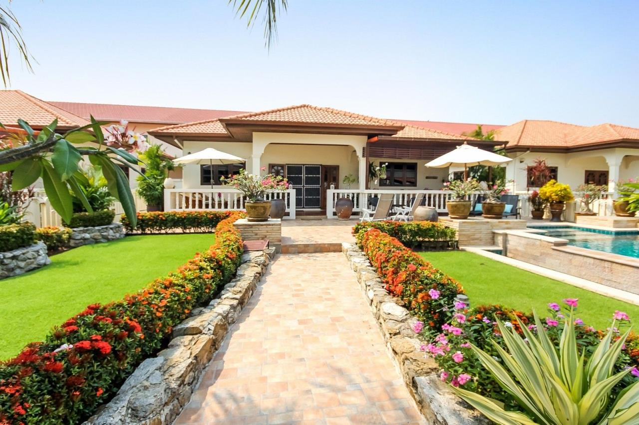 Thaiproperty1 Agency's Central located Pool Villa with high standard 12