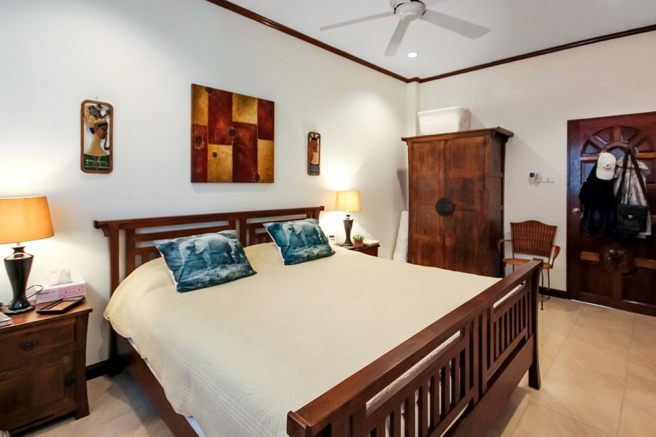 Thaiproperty1 Agency's Central located Pool Villa with high standard 23