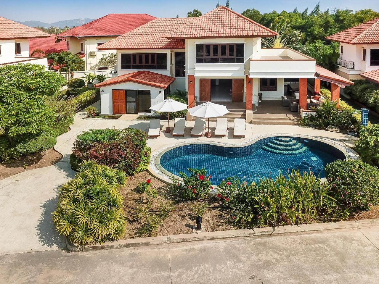 Thaiproperty1 Agency's 4 Bedroom Pool Villa in Hua Hin 2