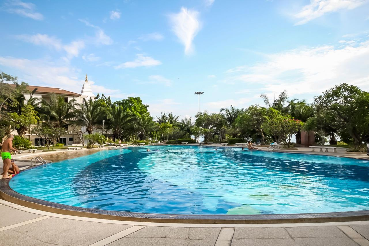 Thaiproperty1 Agency's Beautiful beachfront condo - View Talay 3 33