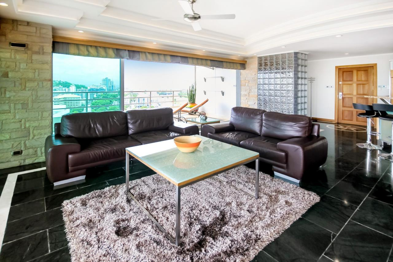 Thaiproperty1 Agency's Beautiful beachfront condo - View Talay 3 7