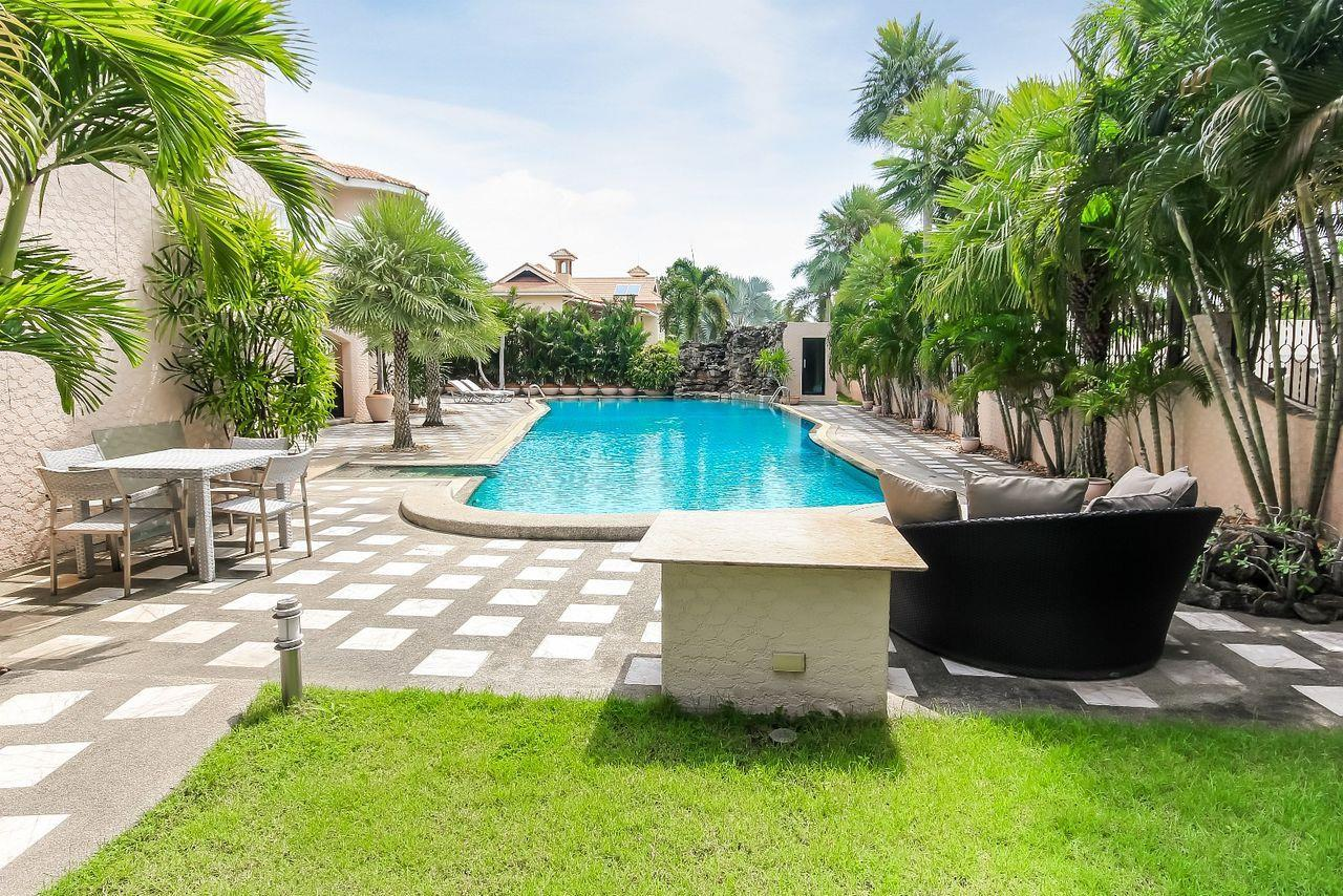 Thaiproperty1 Agency's Spacious Luxury Villa next to golf course. 3