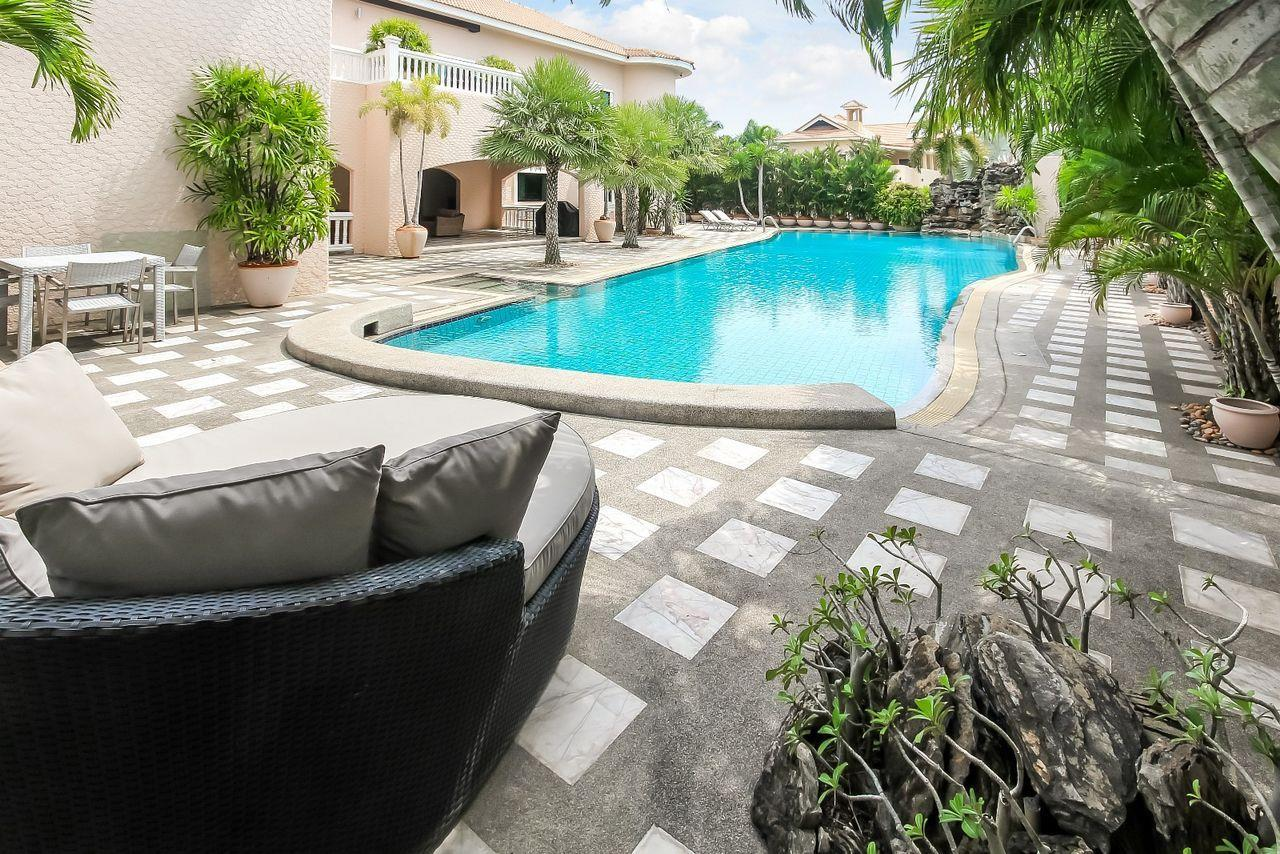 Thaiproperty1 Agency's Spacious Luxury Villa next to golf course. 4