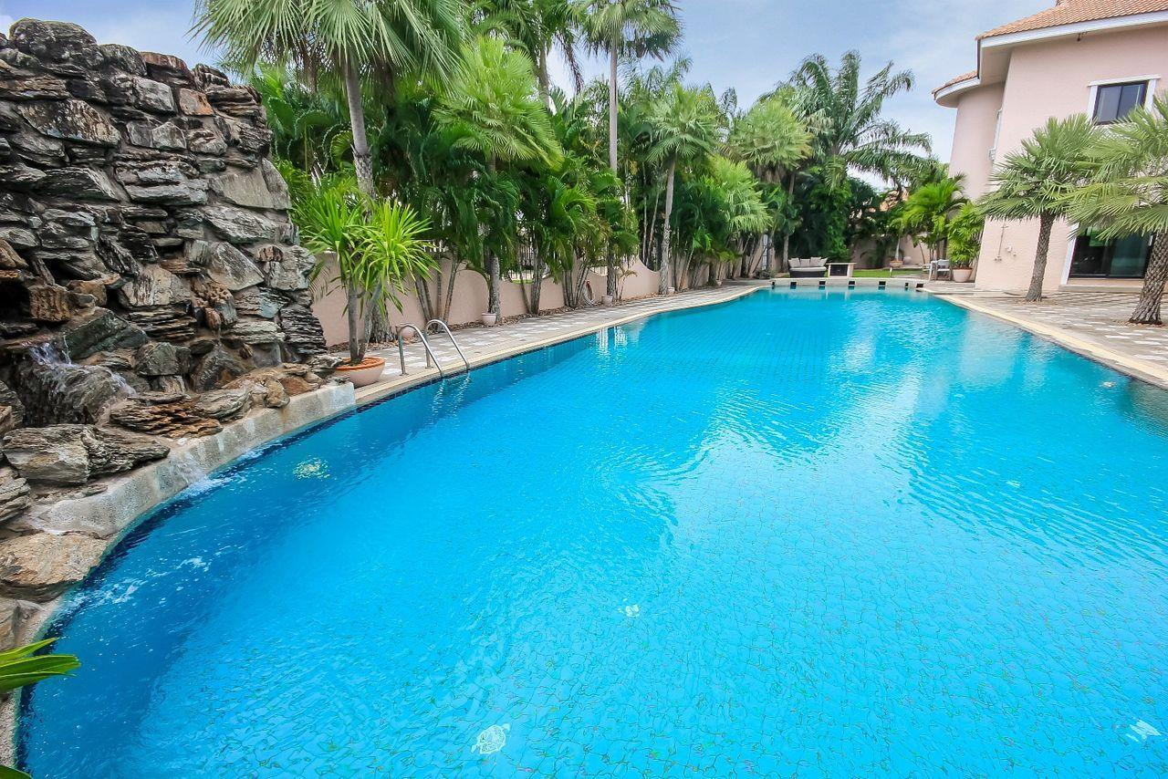 Thaiproperty1 Agency's Spacious Luxury Villa next to golf course. 5