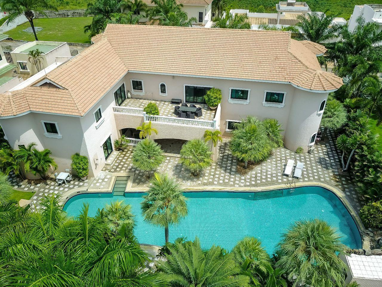 Thaiproperty1 Agency's Spacious Luxury Villa next to golf course. 2