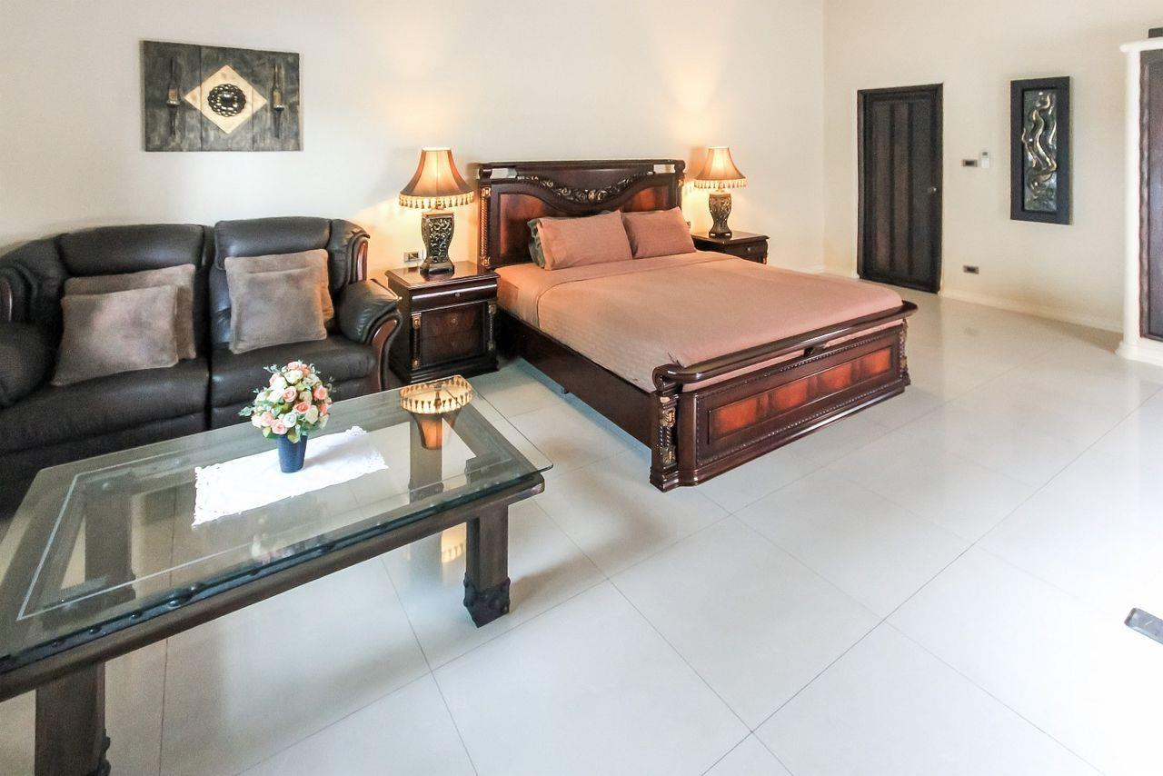 Thaiproperty1 Agency's Spacious Luxury Villa next to golf course. 19