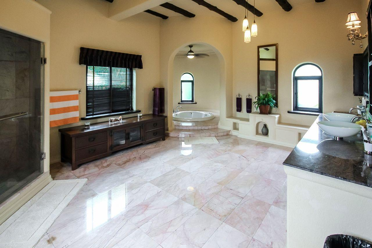 Thaiproperty1 Agency's Spacious Luxury Villa next to golf course. 39