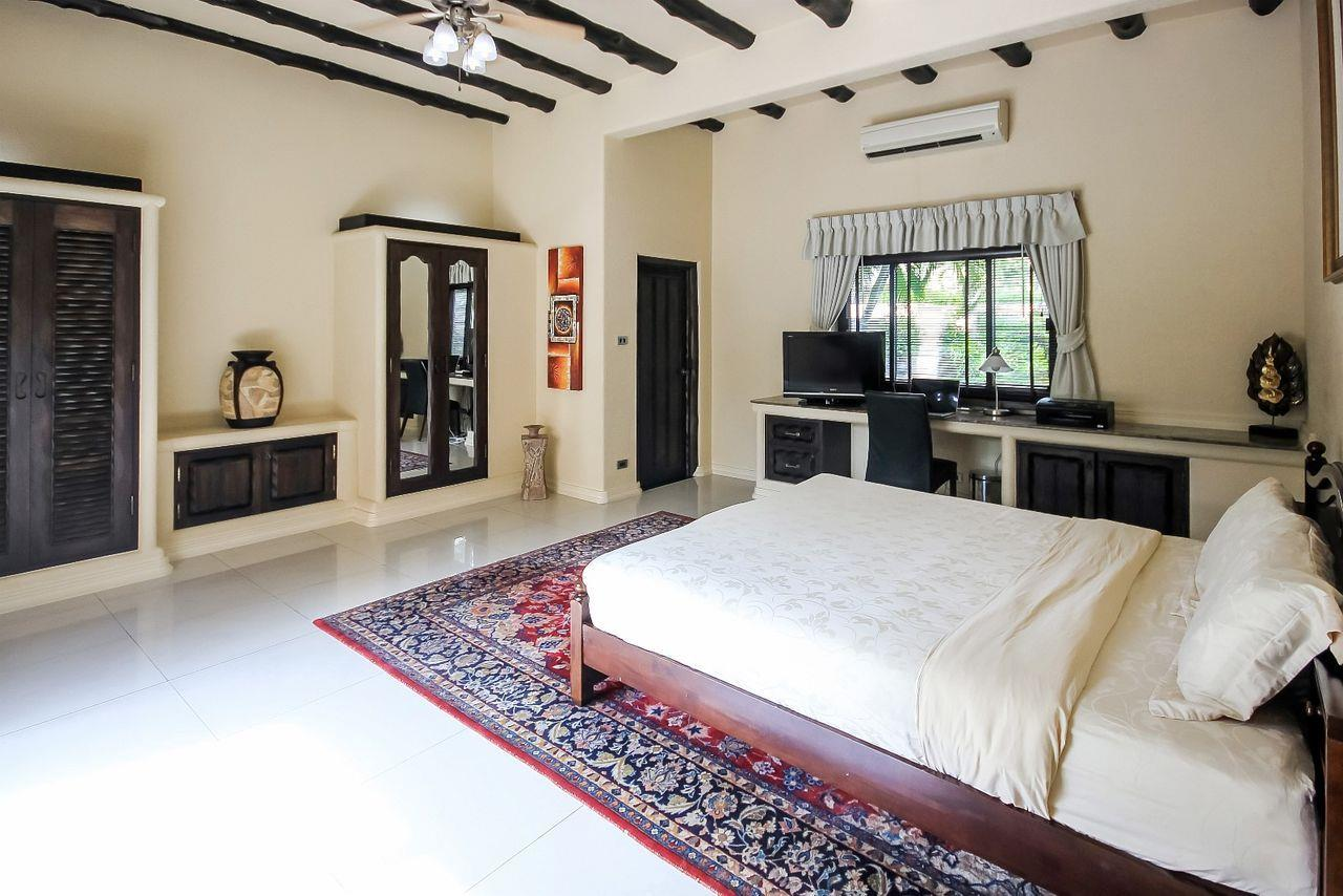 Thaiproperty1 Agency's Spacious Luxury Villa next to golf course. 46