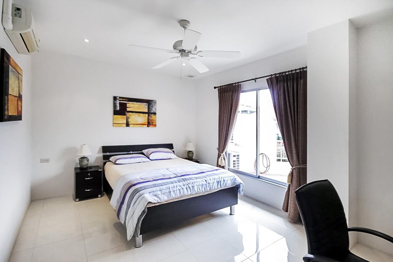 Thaiproperty1 Agency's 2 Bedroom condo at Pratamnak hill 11