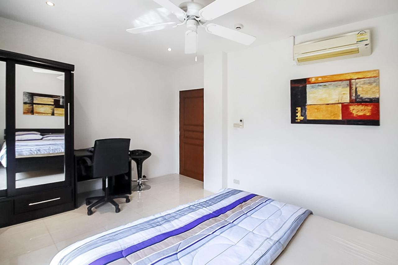 Thaiproperty1 Agency's 2 Bedroom condo at Pratamnak hill 13