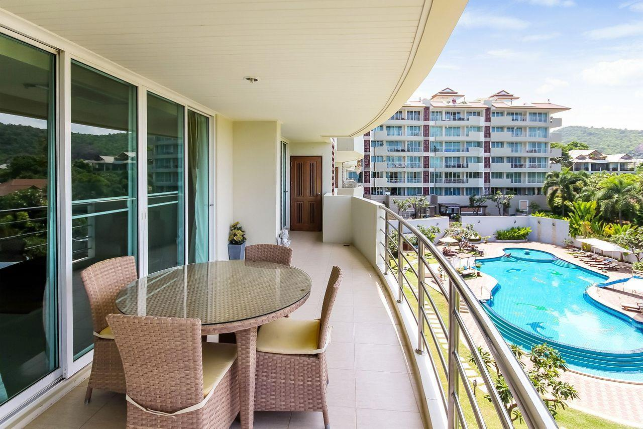 Thaiproperty1 Agency's LUXURIOUS 3 BEDROOM CONDO IN THE SOUTHERN PART OF HUA HIN. 2
