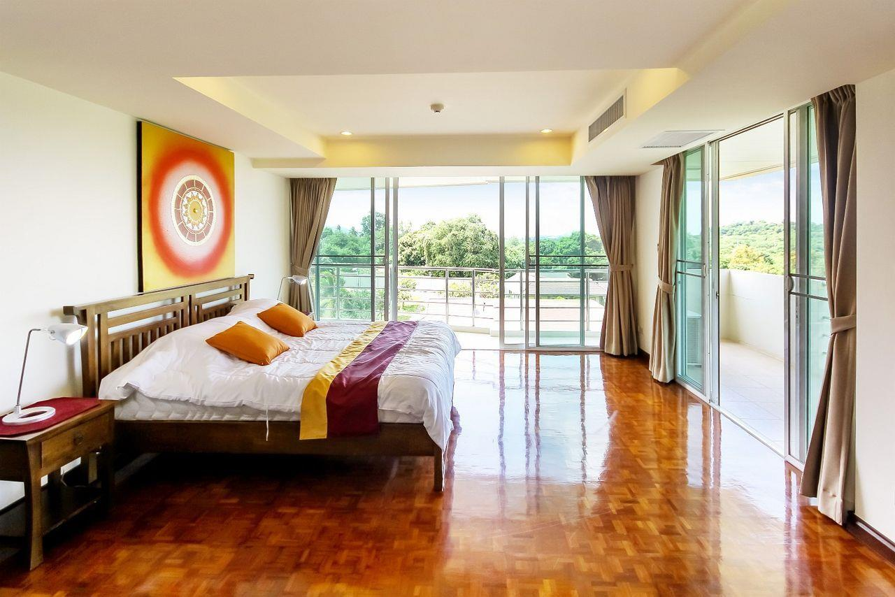 Thaiproperty1 Agency's LUXURIOUS 3 BEDROOM CONDO IN THE SOUTHERN PART OF HUA HIN. 7