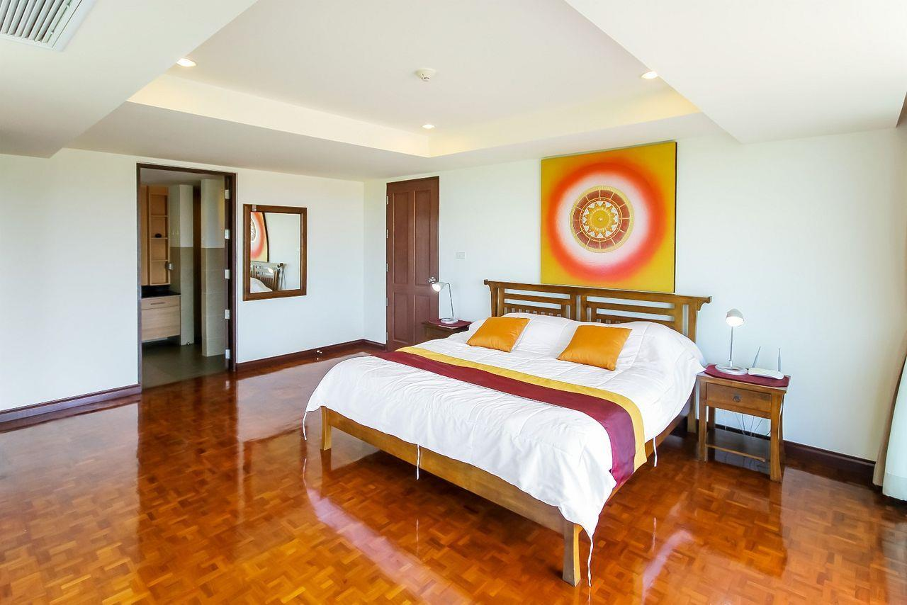 Thaiproperty1 Agency's LUXURIOUS 3 BEDROOM CONDO IN THE SOUTHERN PART OF HUA HIN. 8
