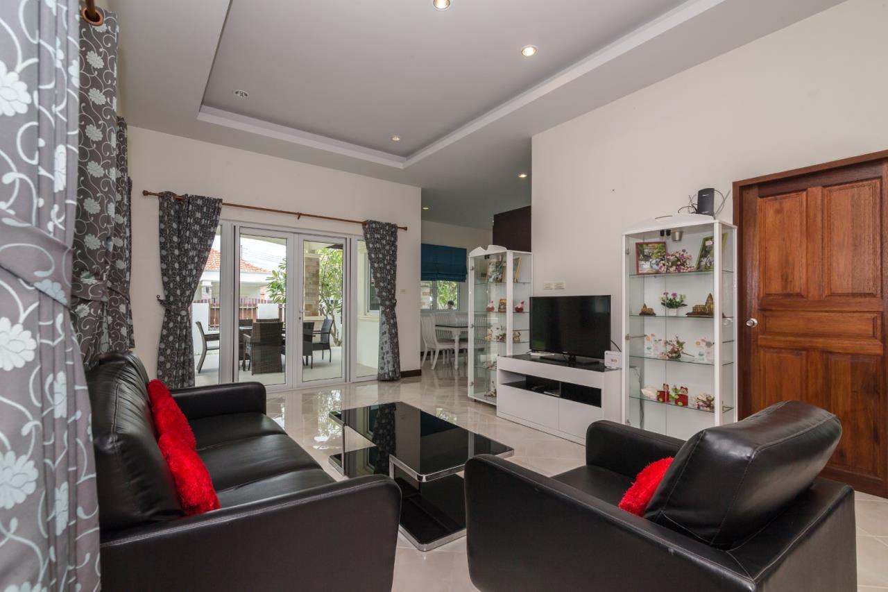 Thaiproperty1 Agency's  3 bedroom single level pool villa 16