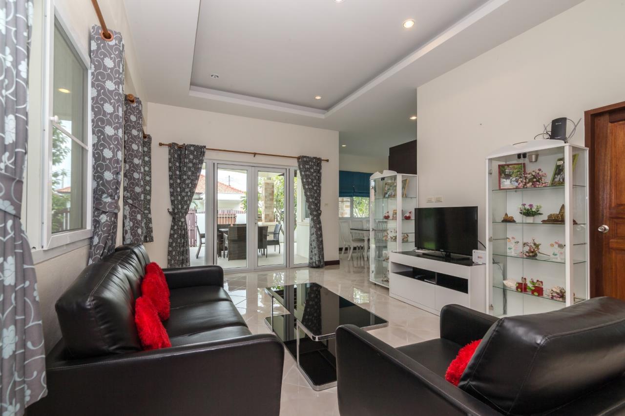 Thaiproperty1 Agency's  3 bedroom single level pool villa 6