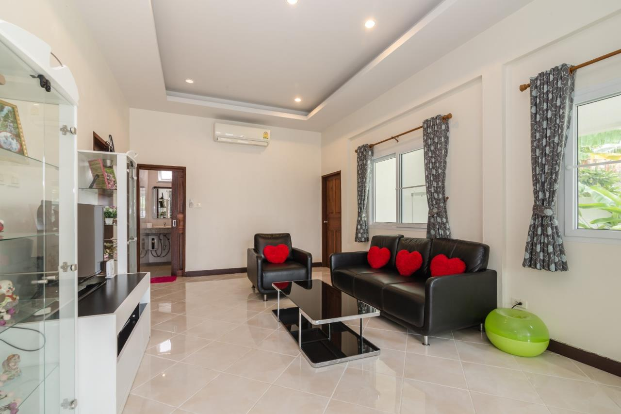 Thaiproperty1 Agency's  3 bedroom single level pool villa 5