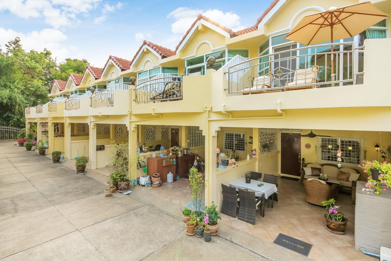 Thaiproperty1 Agency's Two storey townhouse at Cha Am beach road 20