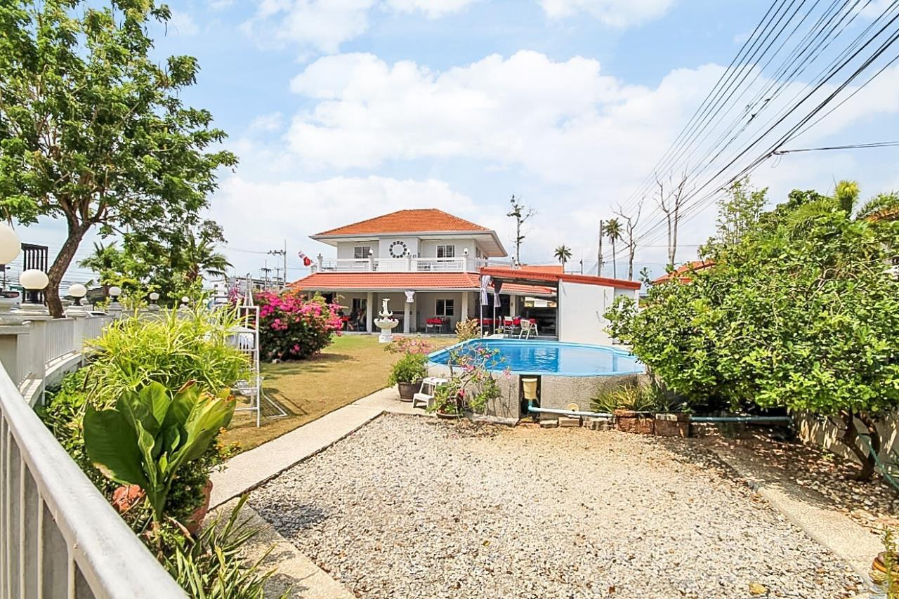 Thaiproperty1 Agency's Great Deal! House with cafe  for sale in Bangsaray 30