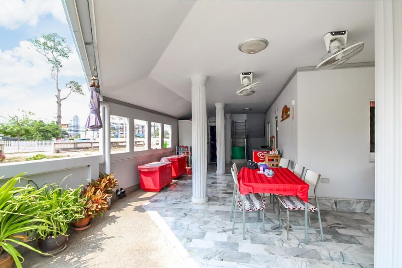Thaiproperty1 Agency's Great Deal! House with cafe  for sale in Bangsaray 7