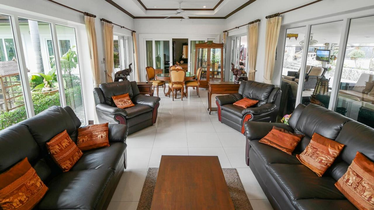 Thaiproperty1 Agency's LUXURY VILLA ON 1720 SQM LAND PLOT FOR SALE IN EAST PATTAYA  18
