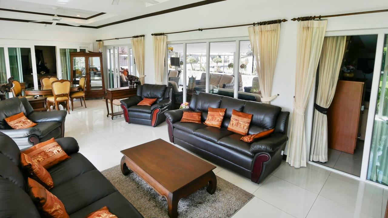 Thaiproperty1 Agency's LUXURY VILLA ON 1720 SQM LAND PLOT FOR SALE IN EAST PATTAYA  19