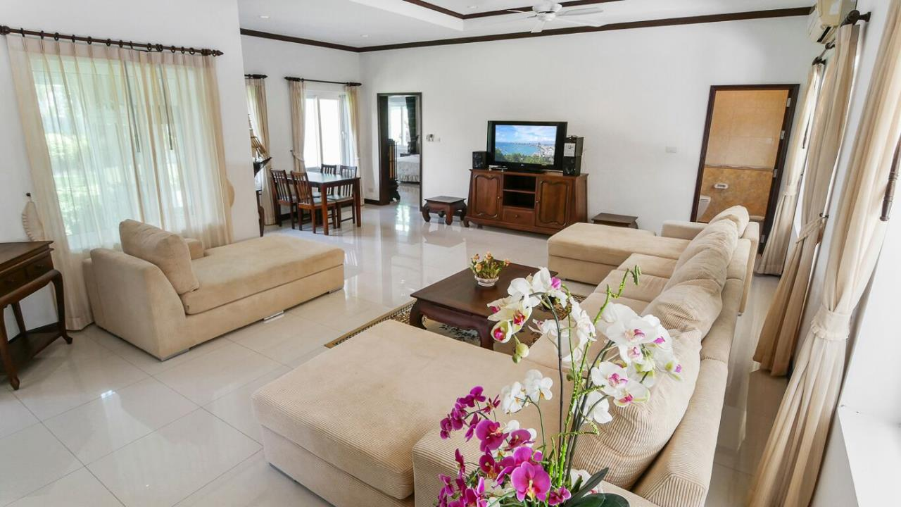 Thaiproperty1 Agency's LUXURY VILLA ON 1720 SQM LAND PLOT FOR SALE IN EAST PATTAYA  10