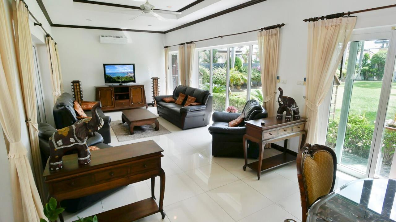 Thaiproperty1 Agency's LUXURY VILLA ON 1720 SQM LAND PLOT FOR SALE IN EAST PATTAYA  17