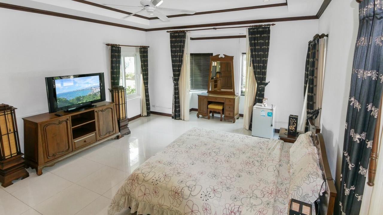 Thaiproperty1 Agency's LUXURY VILLA ON 1720 SQM LAND PLOT FOR SALE IN EAST PATTAYA  25