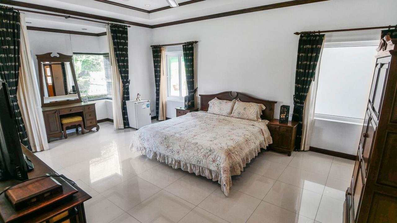 Thaiproperty1 Agency's LUXURY VILLA ON 1720 SQM LAND PLOT FOR SALE IN EAST PATTAYA  24