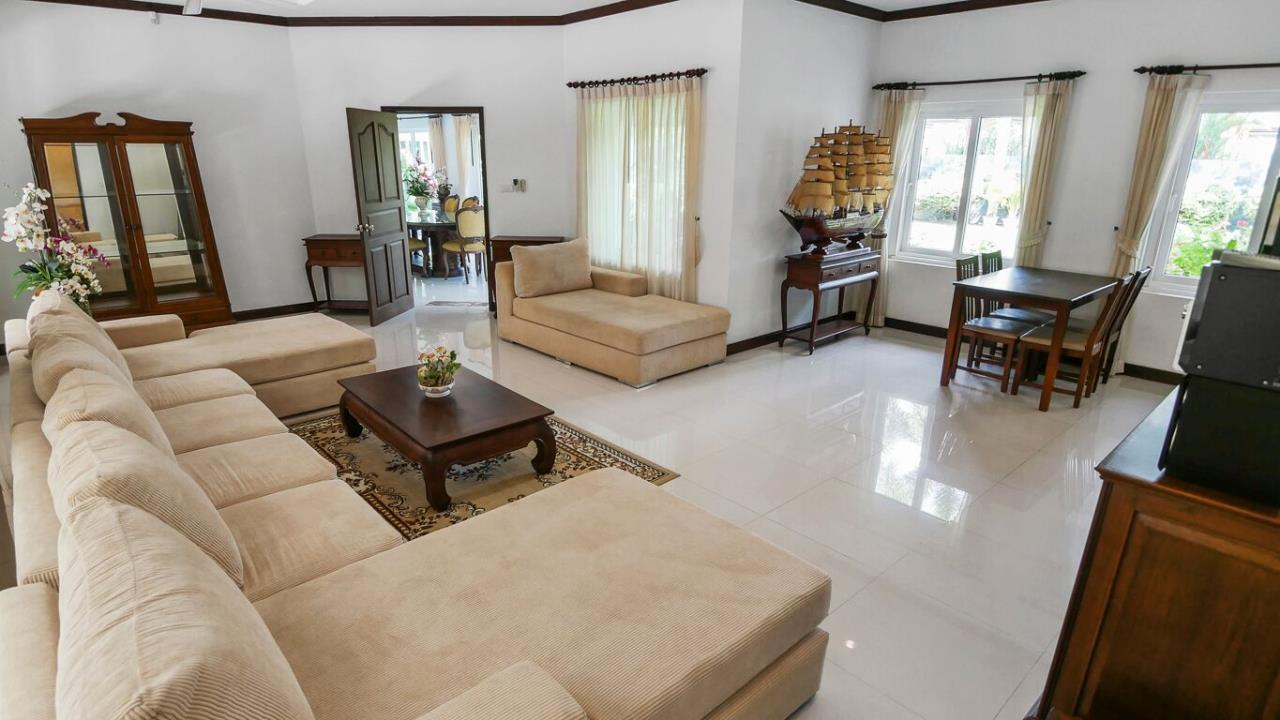 Thaiproperty1 Agency's LUXURY VILLA ON 1720 SQM LAND PLOT FOR SALE IN EAST PATTAYA  11