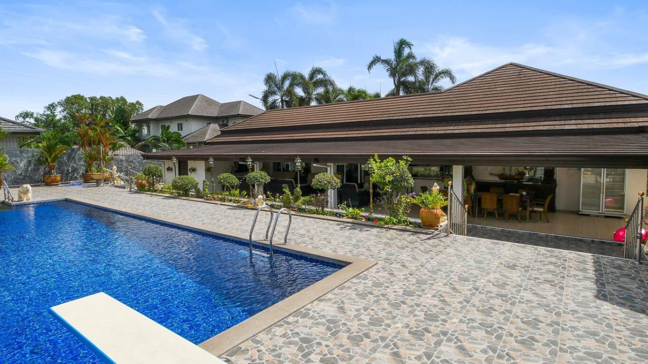Thaiproperty1 Agency's LUXURY VILLA ON 1720 SQM LAND PLOT FOR SALE IN EAST PATTAYA  43