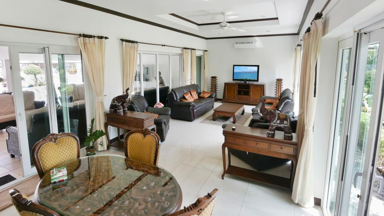 Thaiproperty1 Agency's LUXURY VILLA ON 1720 SQM LAND PLOT FOR SALE IN EAST PATTAYA  16