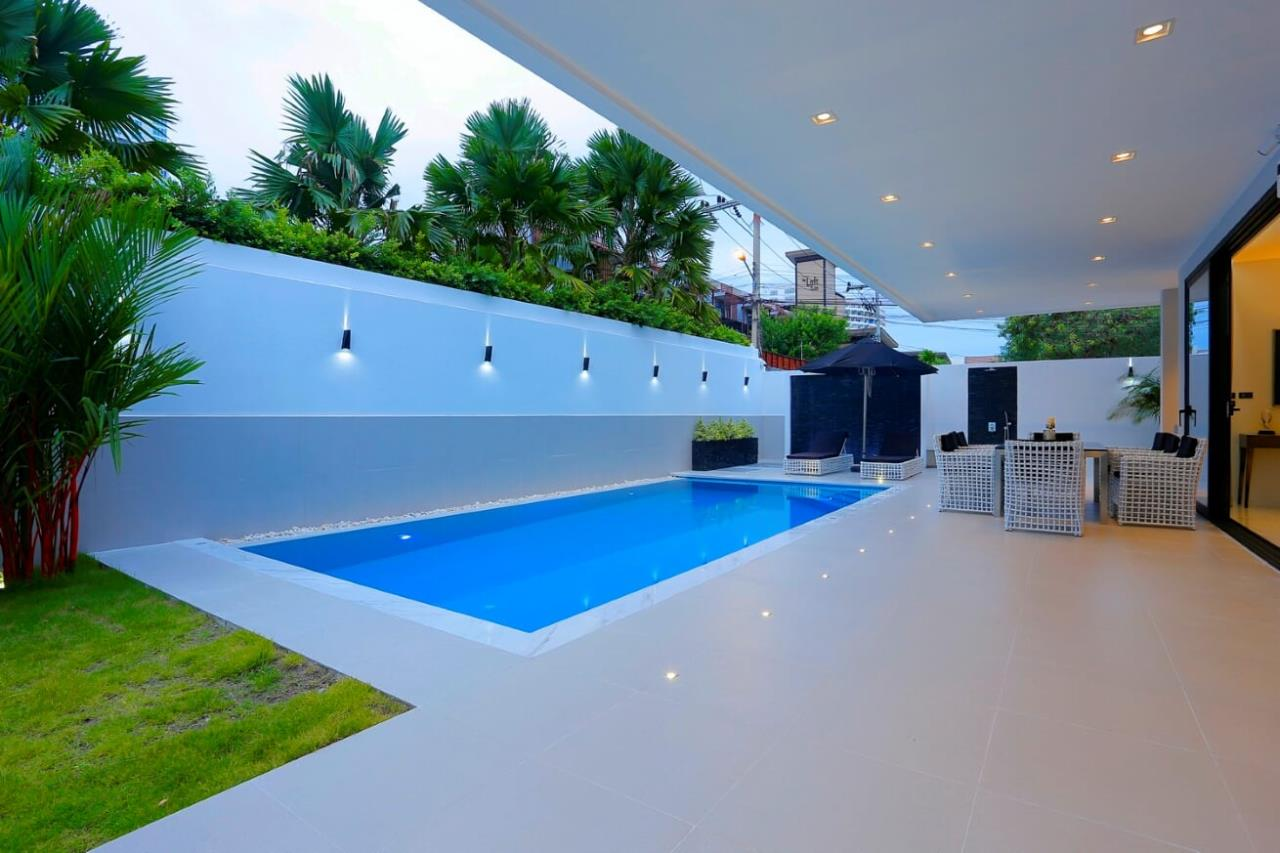 Thaiproperty1 Agency's UNIQUE LUXURY POOL VILLA ON PRATAMNAK HILL 36