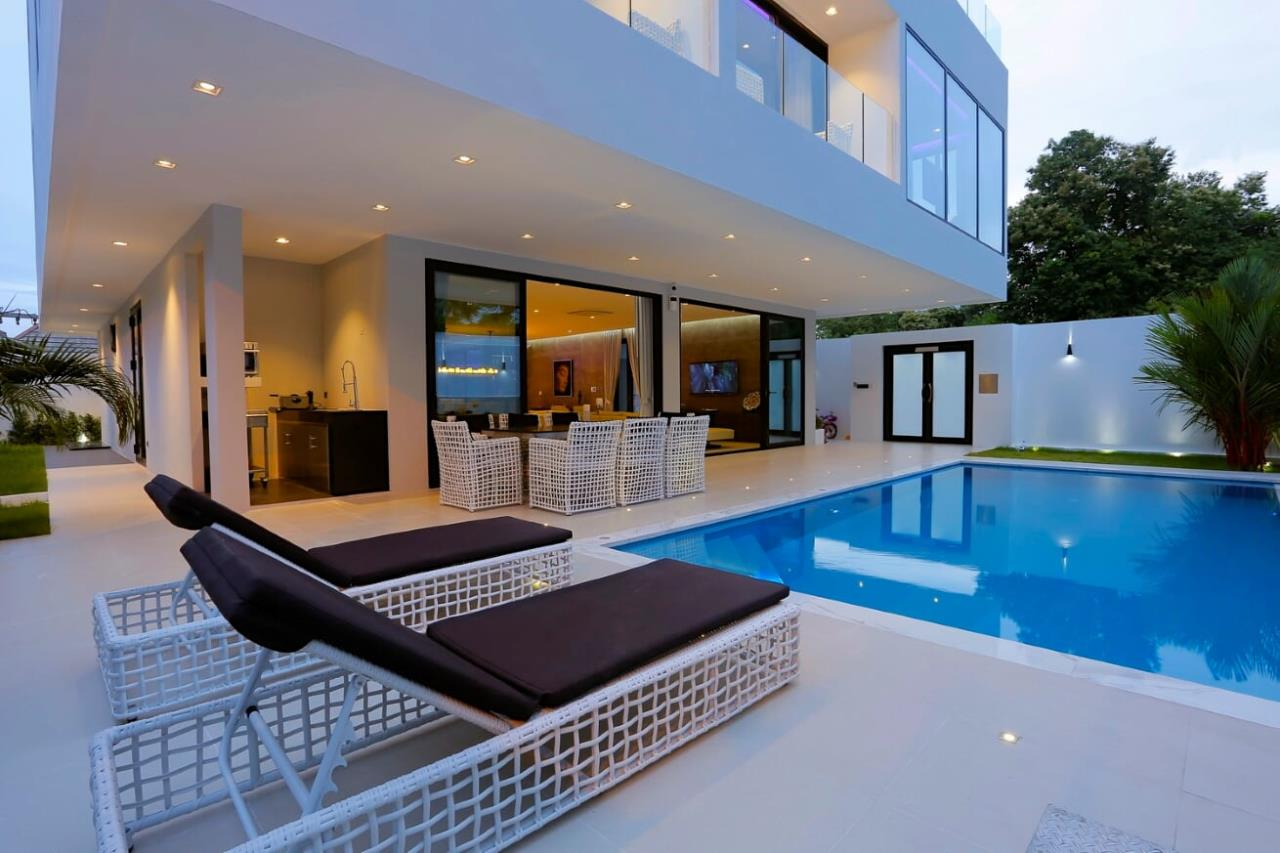 Thaiproperty1 Agency's UNIQUE LUXURY POOL VILLA ON PRATAMNAK HILL 3