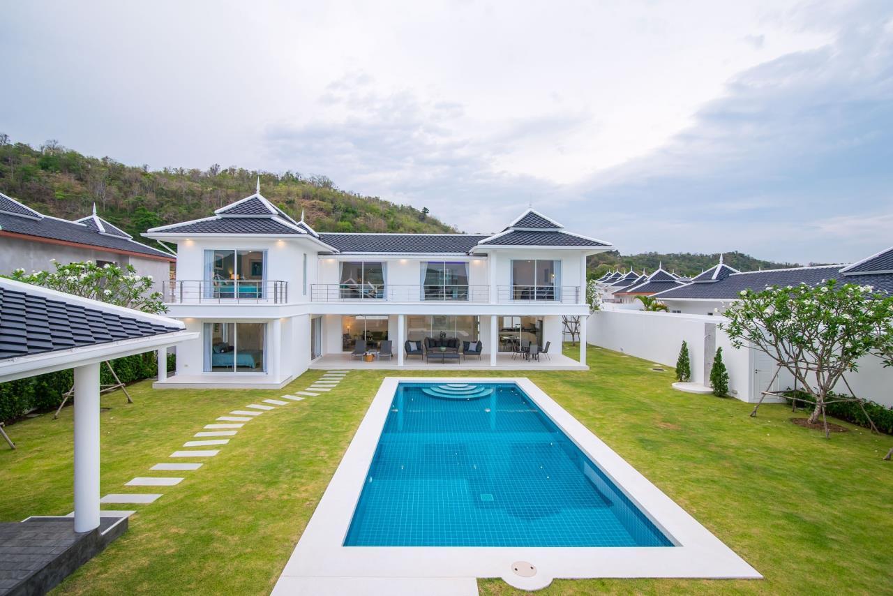 Thaiproperty1 Agency's Luxury 2-Storey Modern Pool Villa - Falcon Hill Hua Hin 4