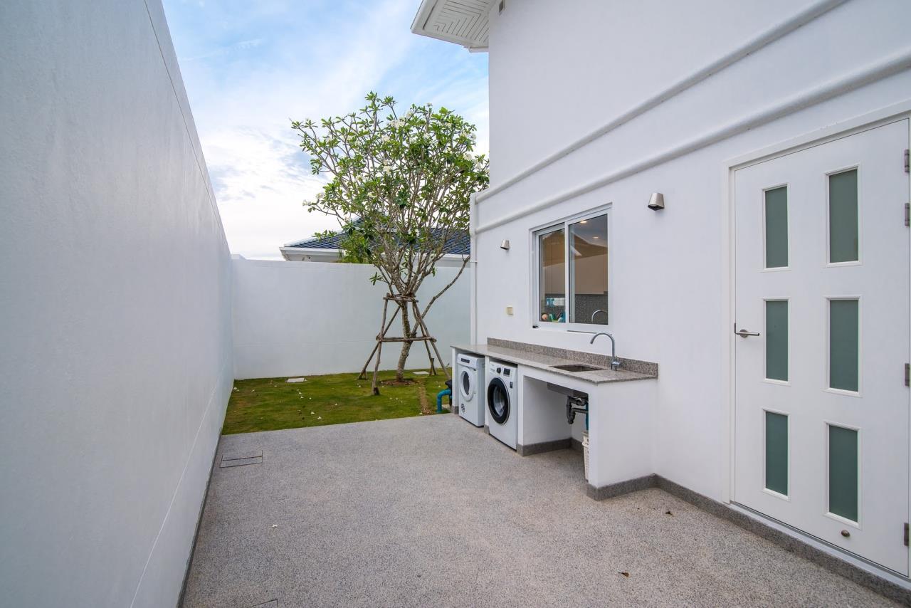 Thaiproperty1 Agency's Luxury 2-Storey Modern Pool Villa - Falcon Hill Hua Hin 46