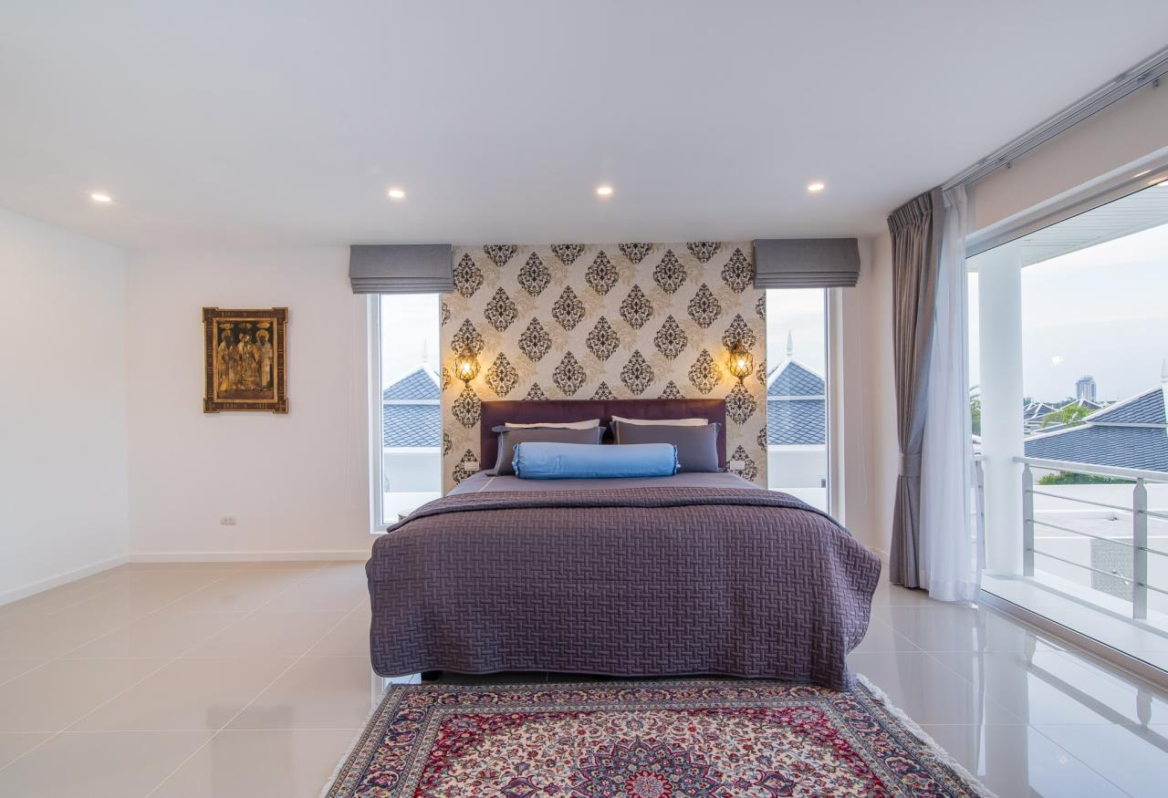 Thaiproperty1 Agency's Luxury 2-Storey Modern Pool Villa - Falcon Hill Hua Hin 39